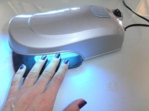 Lámpara UV para endurecimiento 9 W muy manejable en color plata.