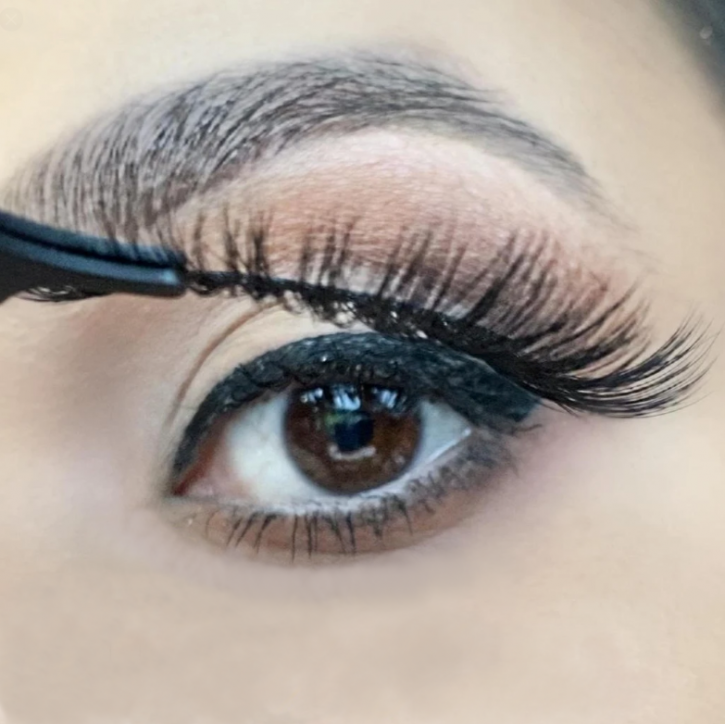 ❤ Kit de pluma delineadora de ojos Magic Adhesive, combina ambos: delineador de ojos y pegamento para pestañas en un solo producto